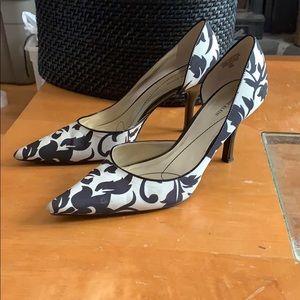 Ann Klein Catherine bold print heels size 10M